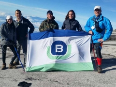 Berge-Bulk-Flag-at-the-top.jpg