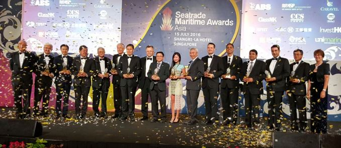 Operations Manager Atul Trehan (third from the right) receiving the Environmental Protection Award on behalf of Berge Bulk